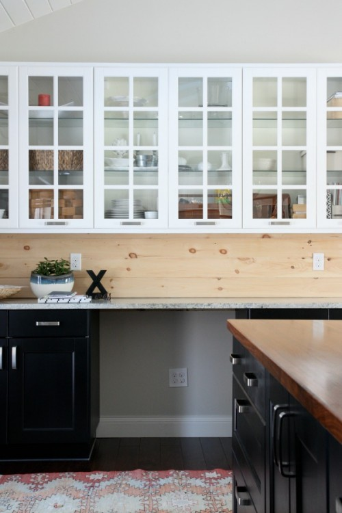 natural wood kitchen backsplash (via housetweaking)