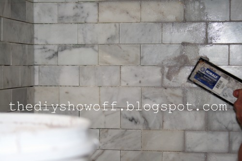 traditional tiled kitchen backsplash (via diyshowoff)