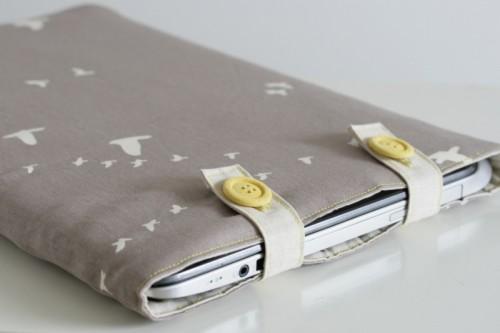 organic canvas laptop sleeve (via thecraftykitty)