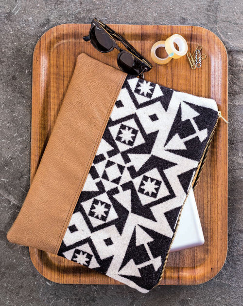 leather and fabric laptop sleeve (via shelterness)