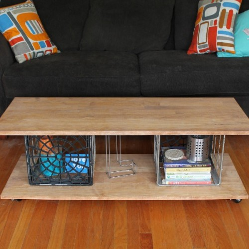 Cool diy milk crates coffee table shelterness for Cool coffee tables diy