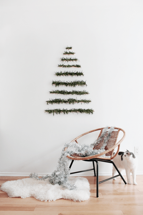 Christmas tree wall hanging (via almostmakesperfect)