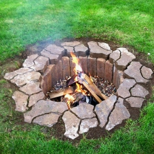 beautiful fire pit (via lauracatherine)
