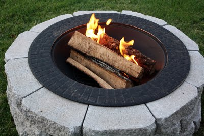 fire pit on budget (via mommyskitchen)