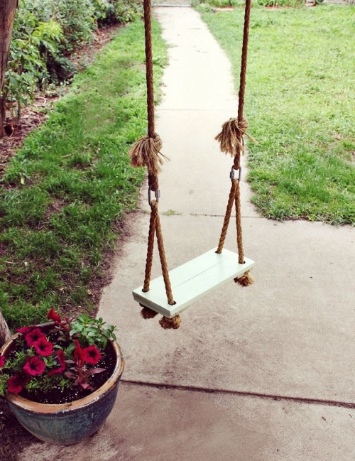 simple tree swing (via abeautifulmess)