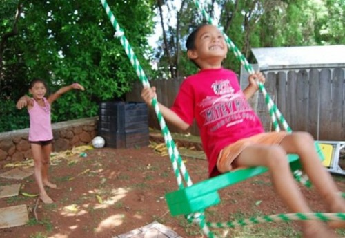 colorful backyard swing (via kidsomania)