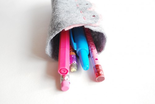 felt scallop pencil tube (via wildolive)