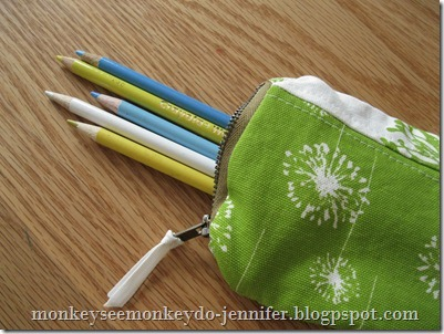 pencil scrappy pouch (via monkeyseemonkeydo-jennifer)