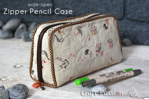 zipper pencil case (via craftpassion)