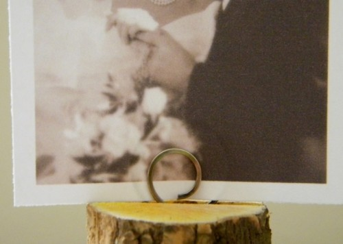 Cool Diy Photo Holder Of A Tree Log