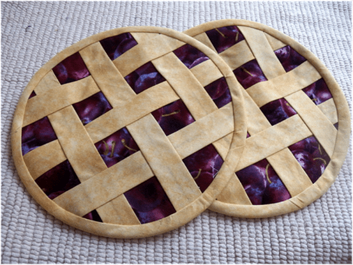 Cool DIY Potholders Looking Like Real Pies