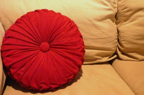 Cool DIY Round Pintuck Pillow