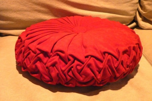 to square four pintuck walls red finished round a tutorial how make pillow