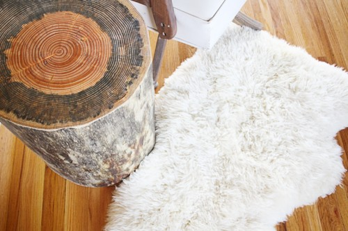 wood stump table (via hellolidy)