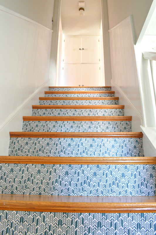 Cool DIY Stairwell Makeover With Fabric