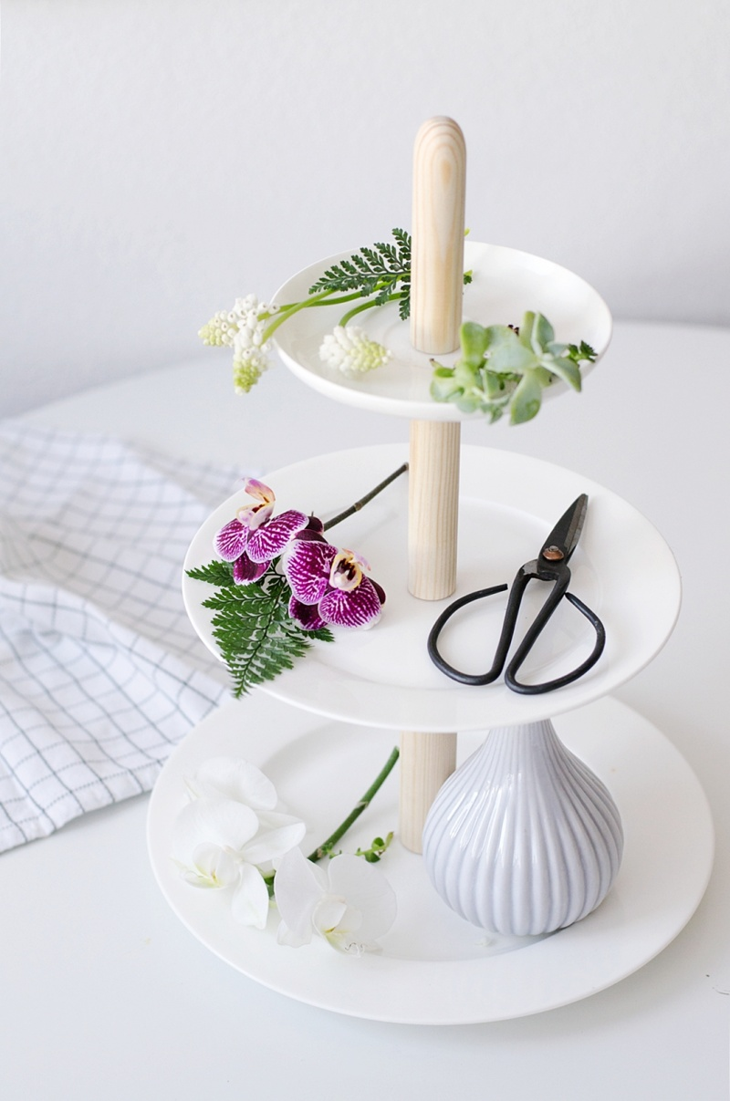 Cool DIY Stand From Three Porcelain Plates