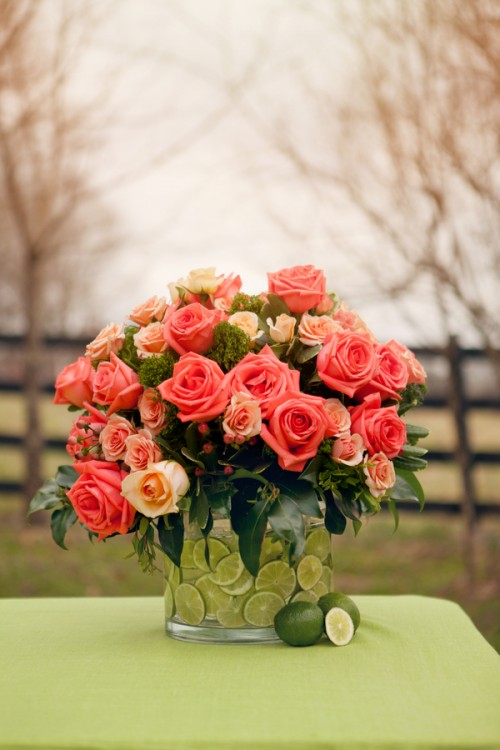 lime and coral centerpiece (via thebridelink)