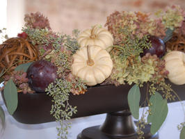 bountiful fall centerpiece (via hgtv)