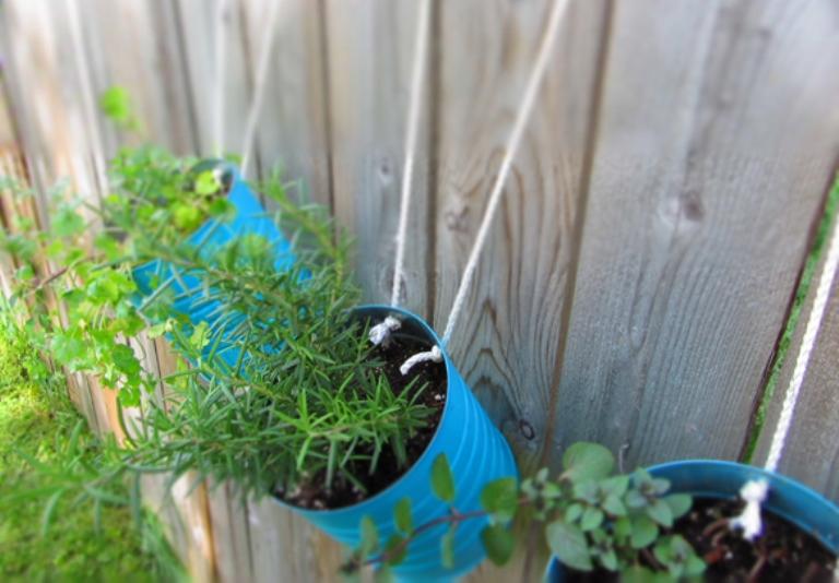 Cool DIY Tin Cans Garden