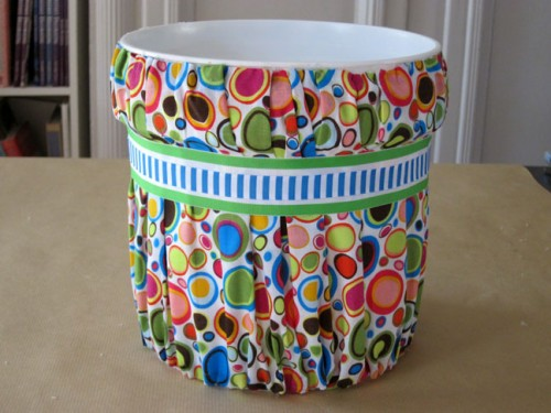fabric trash can makeover (via momtastic)