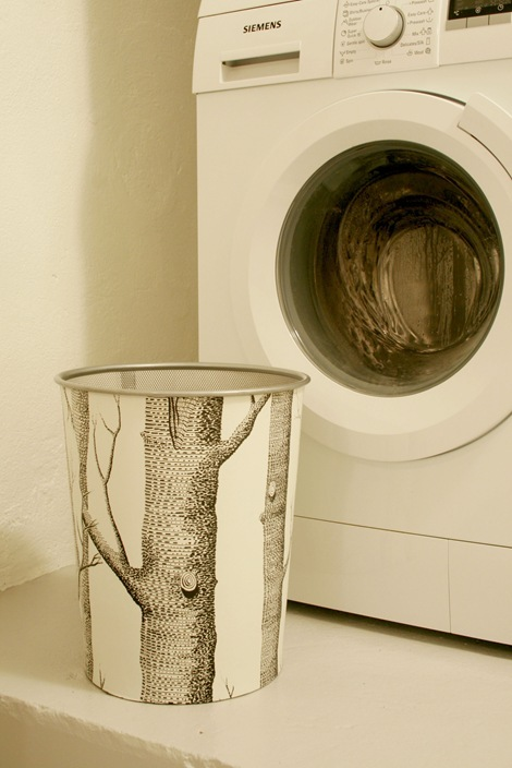 wallpaper trash can makeover (via chezlarsson)