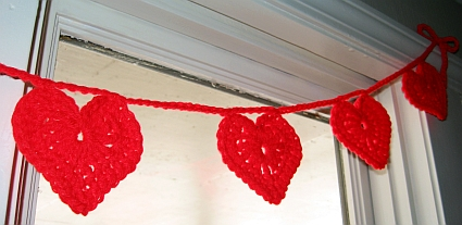 DIY Crochet Heart Garland (via skiptomylou)