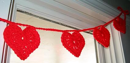 DIY Crochet Heart Garland (via skiptomylou)