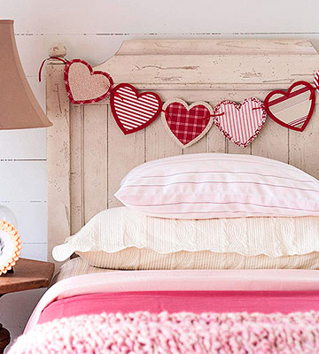 Homemade Valentine's Day Garland For Your Headboard (via bhg)