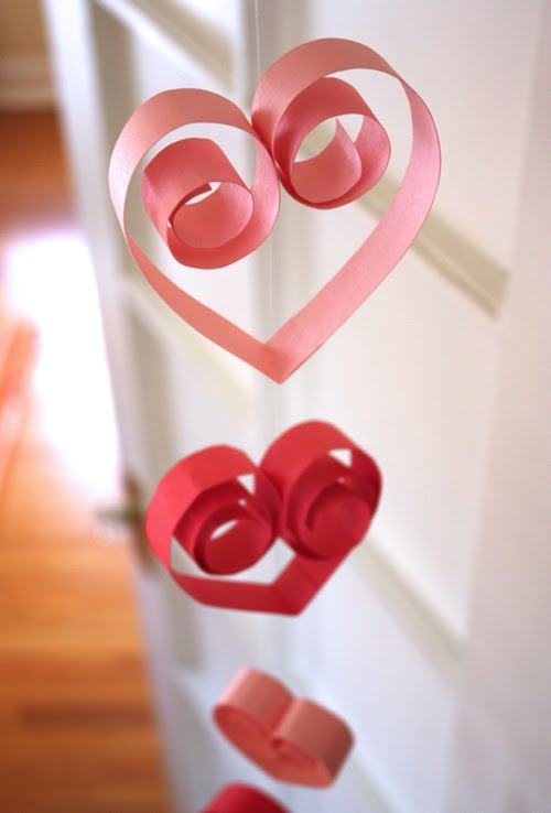 Homemade Paper Heart Garland (via howaboutorange)