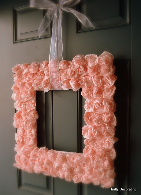 DIY Valentine Rose Wreath (via thriftydecorating-nikkiw)