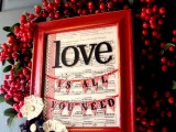 DIY Valentines Frame Wreath (via lilluna)