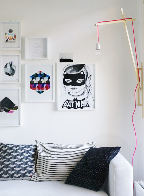 cool diy wall lamp with an exposed cord shelterness. Black Bedroom Furniture Sets. Home Design Ideas