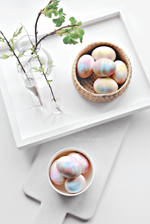 how to dye eggs whipped cream (via onlydecolove)