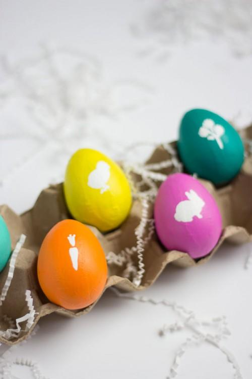 stenciled Easter eggs (via designimprovised)
