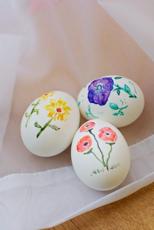 painted eggs (via tinypainterblog)