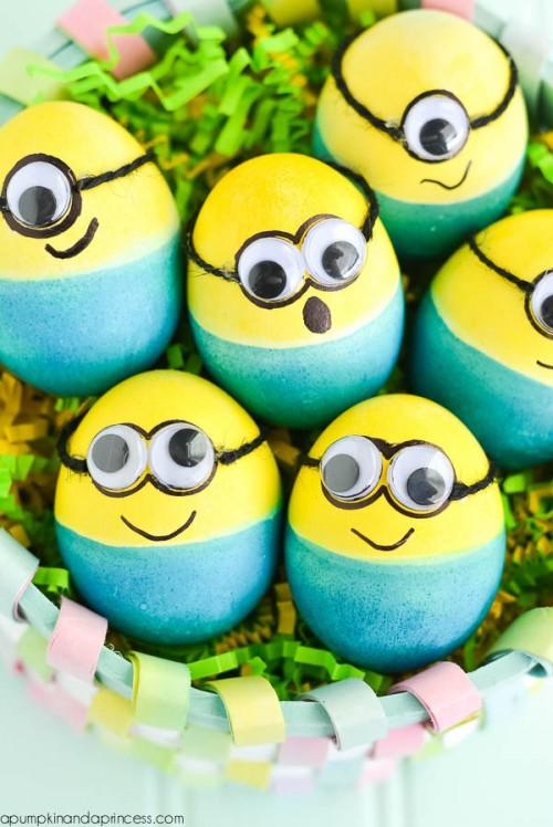 dyed minion eggs (via apumpkinandaprincess)