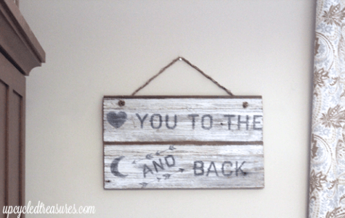8 Cool DIY Whitewashed Signs For Décor