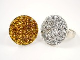 DIY glitter ring (via asplendidassemblage)