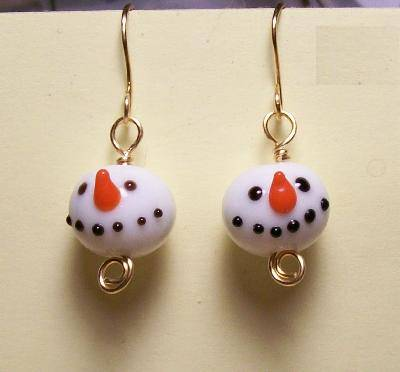 DIY snowman earrings (via jewelrymaking)