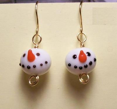 DIY snowman earrings (via jewelrymaking)