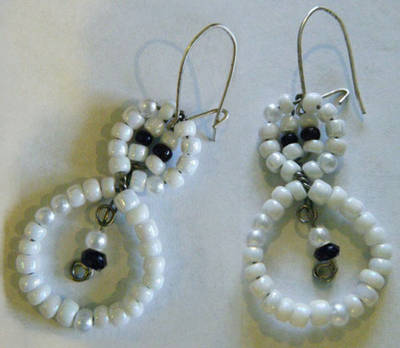 Snowman bead earrings (via diyfashion)
