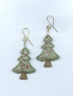 Christmas tree earrings (via jewelrymaking)