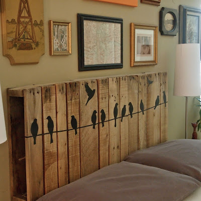 painted pallet headboard (via catheywithane)
