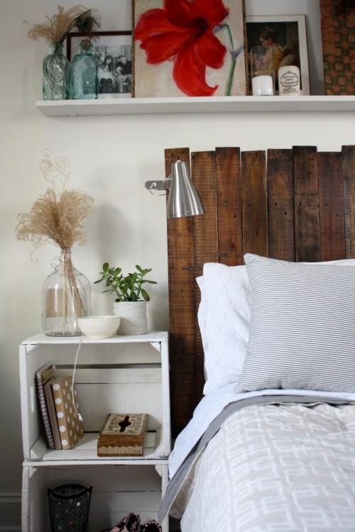 truly rustic pallet headboard (via ricedesignblog)