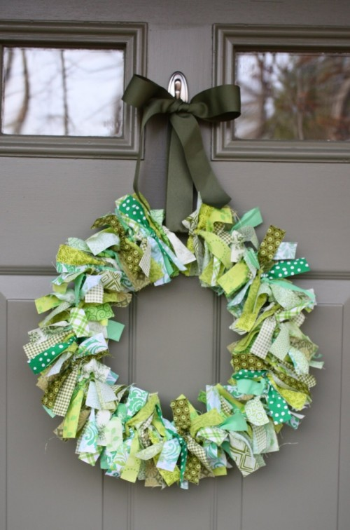 fabric St.Patrick's Day wreath (via shelterness)