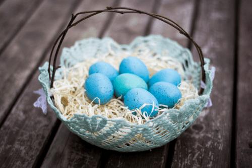 doily Easter basket (via rebekahgough)