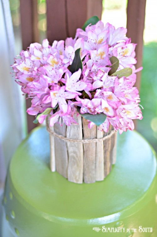 rustic driftwood vase (via simplicityinthesouth)