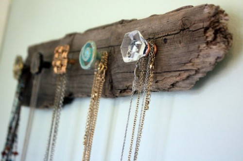 driftwood necklace holder (via shelterness)