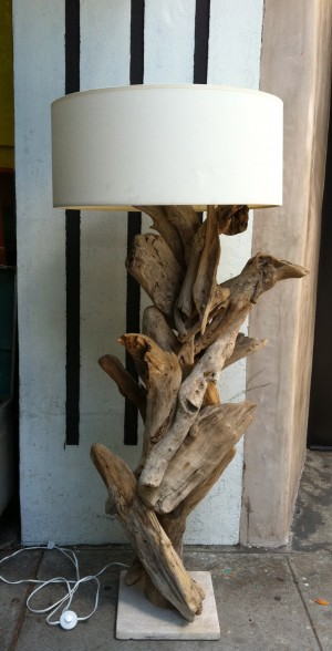 vintage driftwood lamp (via shelterness)