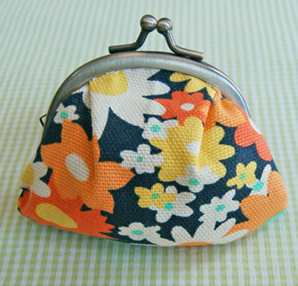 fabric coin purse (via purlbee)